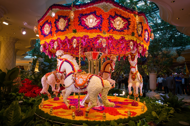 Steve wynn unveils floral sculptures by event designer for Wynn design and development las vegas